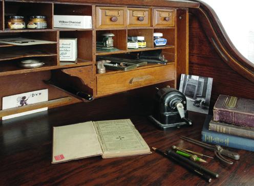 antike schreibtische in muenchen requisitenverleih leder schreibunterlagen. Black Bedroom Furniture Sets. Home Design Ideas